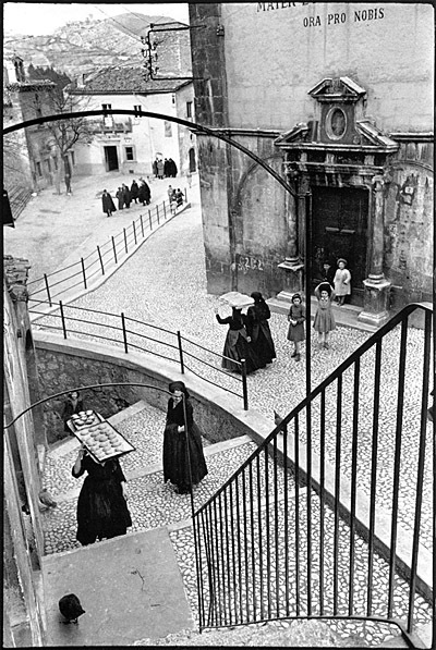 photo-henri-cartier-bresson-aquila-degli-abruzi-1952.jpg